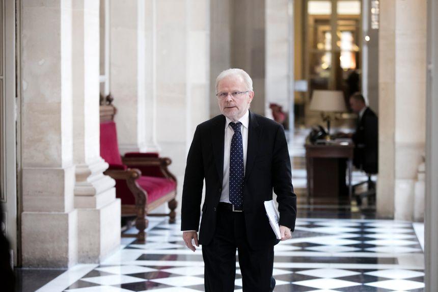 Christian Kert à l'entrée de la Salle des Quatre Colonnes de l'Assemblé Nationale : une image qui appartient désormais au passé