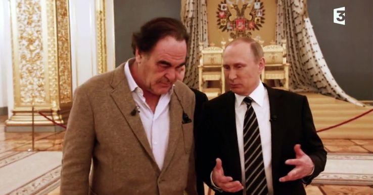 Capture d'écran d'un des épisodes dans la salle du trône du Kremlin
