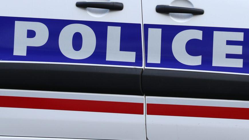 La police de Poitiers a arrêté ce lundi l'homme qui a aspergé d'acide chlorhydrique un tatoueur poitevin.