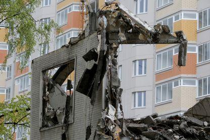 Destruction d'un immeuble à Moscou (Russie), le 8 juin 2017