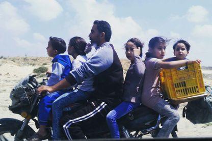 La bande de Gaza abrite aujourd'hui deux millions d'habitants, qui vivent confinés dans cette zone de 40 km de long sur 12k m de large