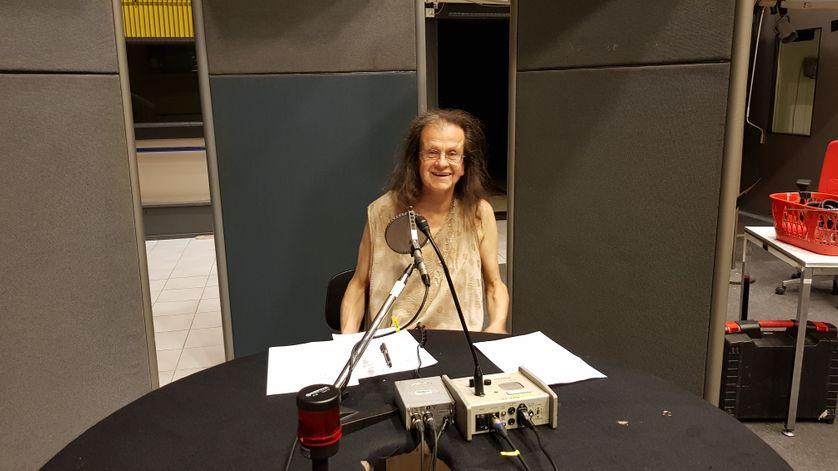 Hélène Hazera au studio 111 de la la Maison de la Radio