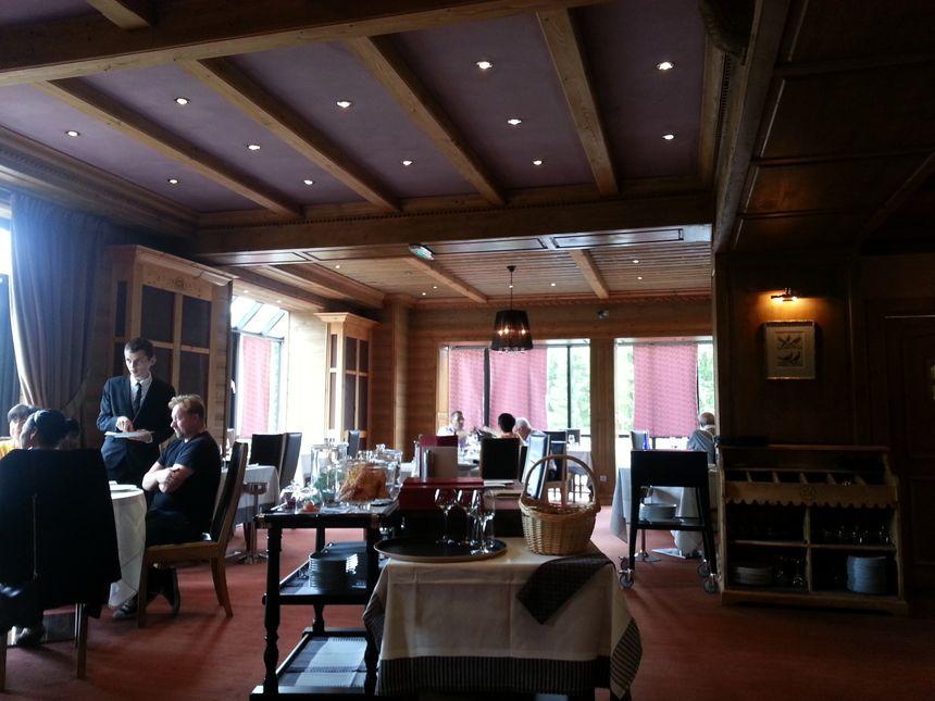 Salle de restauration de l'établissement gastronomique situé à Xonrupt-Longemer dans les Vosges
