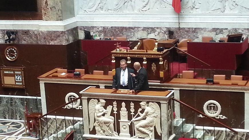 Jean-Baptiste Moreau au perchoir de l'Assemblée, aux cotés d'un huissier