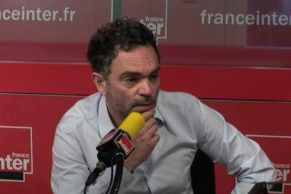 Yann Moix au micro de Sonia Devillers dans l'Instant M, le 14 juin 2017 (capture d'écran tirée de la vidéo de l'émission)