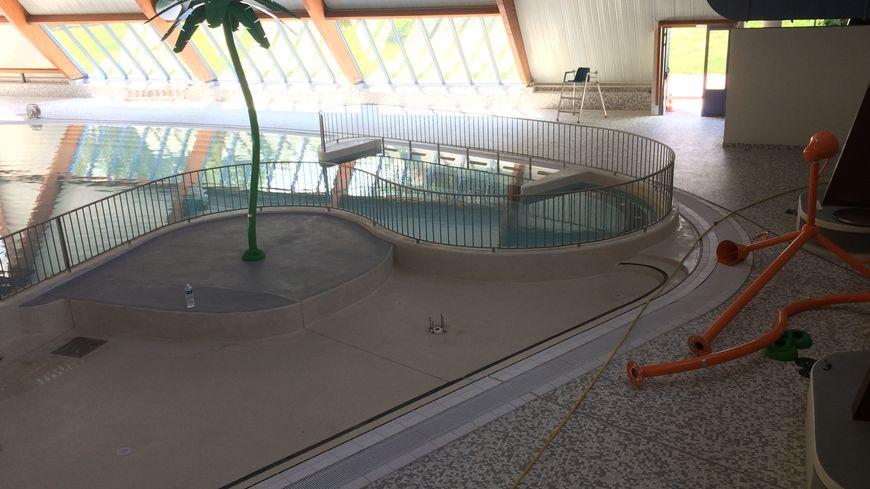 Saint chamond apr s un an et 4 5 millions d 39 euros de travaux le centre nautique rouvre - Piscine saint chamond ...