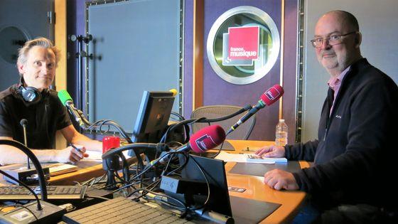 """France Musique, studio 142... Le producteur Philippe Venturini & Denis Morrier, musicien-musicologue """"Claudio MONTEVERDI"""" Bleu Nuit éditeur (de g. à d.)"""