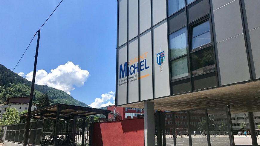 C'est dans une salle de cours du deuxième étage de ce lycée privé d'Annecy qu'une enseigante a été agressée jeudi matin.