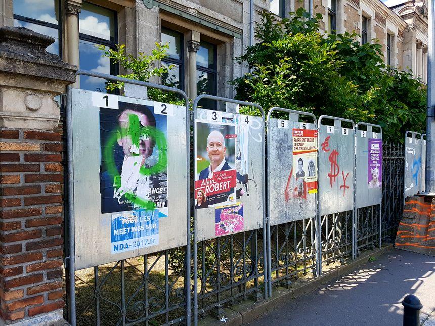 Panneaux électoraux, à Nantes, le 1er juin 2017