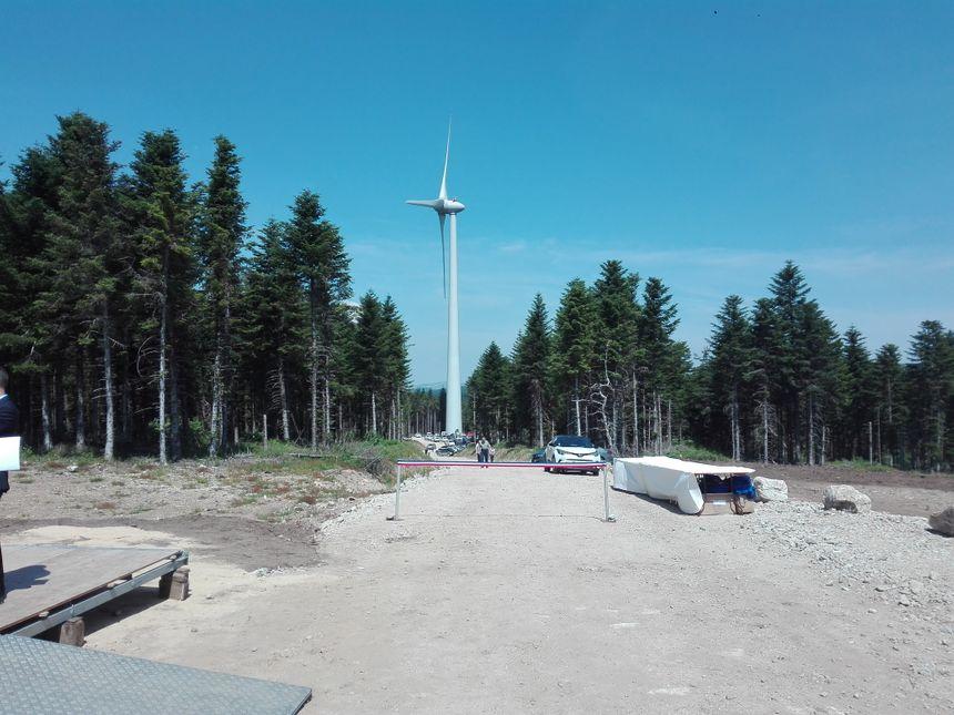 Une des vingt-neuf éoliennes du parc de Lespéron