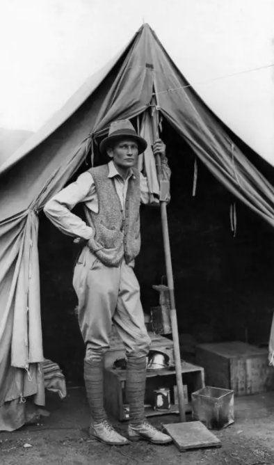 L'explorateur américain Hiram Bingham lors de la découverte du Machu Picchu, cité inca du Pérou en 1911.