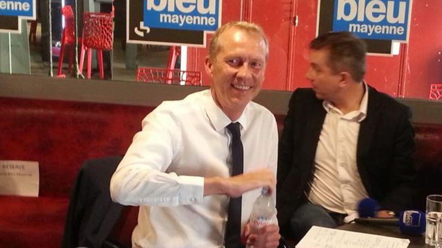 Guillaume Garot, député socialiste, au café citoyen de France Bleu Mayenne