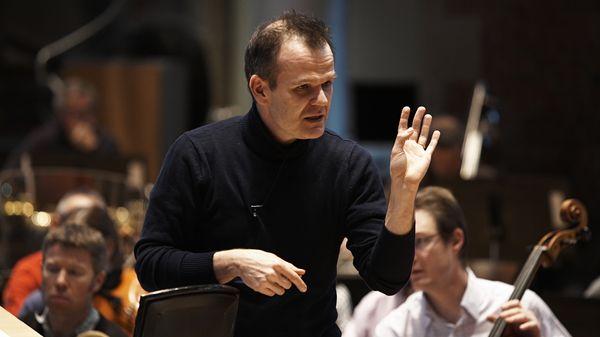 François-Xavier Roth, directeur musical de l'orchestre Les Siècles