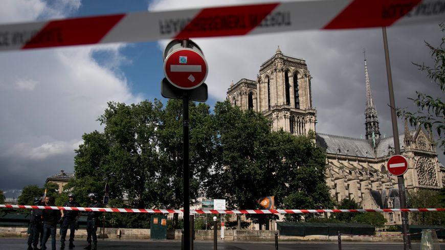 Le secteur de Notre-Dame de Paris a été bouclé pendants 3 heures après l'attaque contre un policier