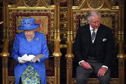 La Reine Elisabeth II assiste à l'ouverture du Parlement britannique le 21 juin 2017.
