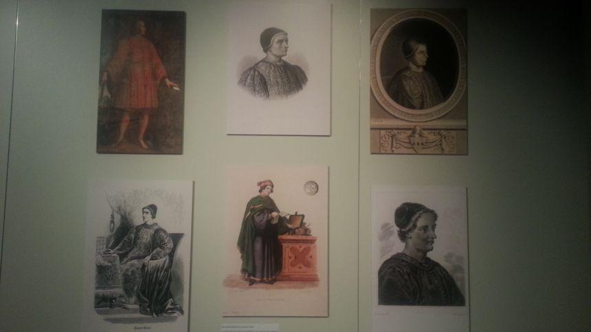 On ne sait pas à quoi ressemblait Jacques Coeur, puisqu'on n'a retrouvé aucun portrait de lui. L'exposition présente certaines représentations du marchands, à travers les siècles.