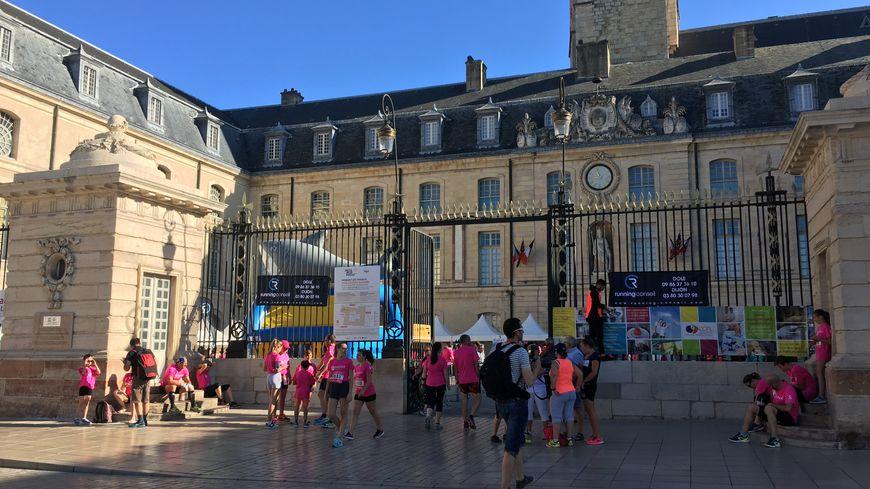 Les portes du village départ ouvrent place de la Libération à Dijon.