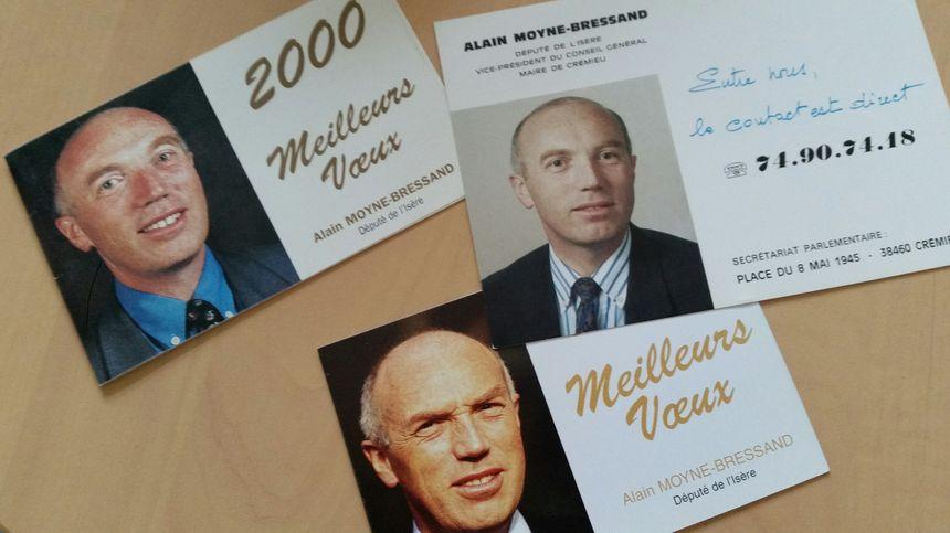 Dans les tiroirs de son bureau en mairie de Crémieu, pas de photo de ses premiers pas à l'Assemblée, mais quelques exemplaires des nombreuses cartes de vœux qu'il a fait éditer en tant que député.