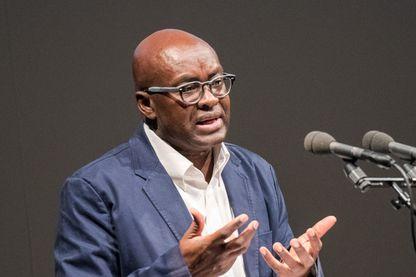 L'historien et philosophe camerounais, Achille Mbembe, au Théâtre Thalia à Hambourg, en Allemagne, le 25 mai 2017.