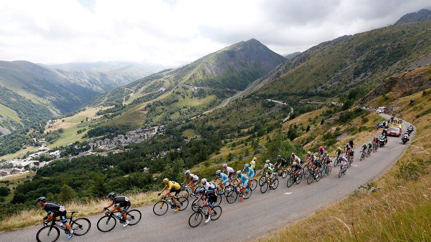 Le Tour de France dans la montée du Col de la Croix-de-Fer en 2015