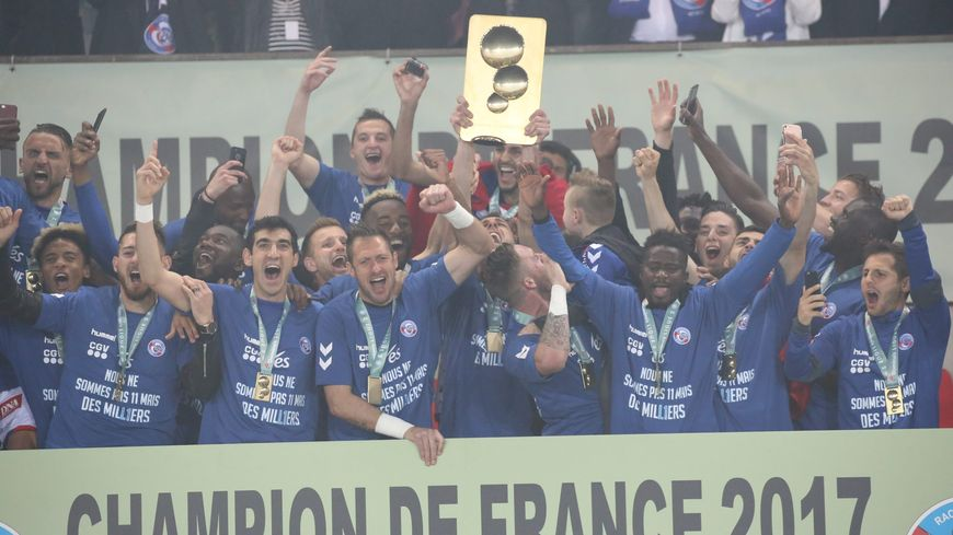 Le Racing club de Strasbourg, champion de L2.