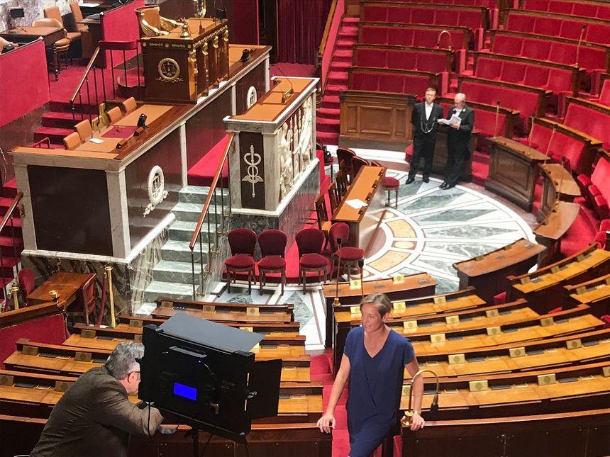 La photo officielle dans l'hémicycle du Palais Bourbon. Un passage obligé pour tous les députés comme ici, Véronique Riotton (1e circonscription de la Haute-Savoie).