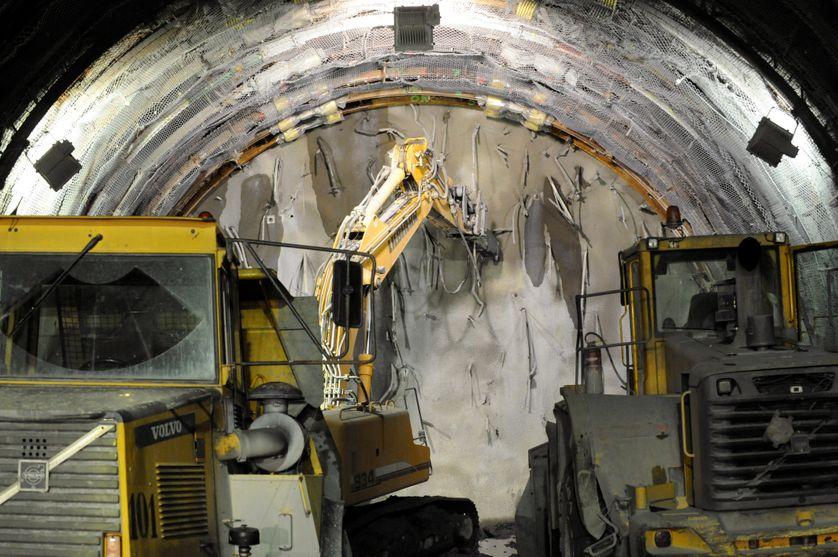 Des engins percent et creusent le 15 septembre 2008 sur le chantier de la descenderie de Saint-Martin-la-Porte, sur le tracé de la future ligne du TGV Lyon-Turin