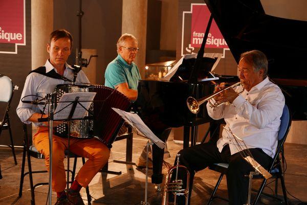 Bruno Membrey piano, Michel Glasko accordéoniste, et Guy Touvron, trompette à Cluny