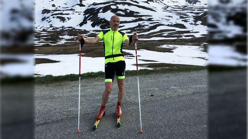 Montées en roller ski, descentes à vélo, Jean-Paul Couturier enchaîne les grands cols.
