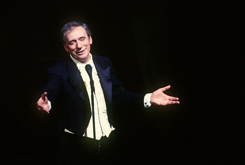 Yves Montand, chanteur et acteur français, fait son retour au music-hall, le 13 octobre 1981, le jour de ses 60 ans.
