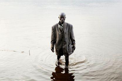 Un pêcheur habillé pour la messe, Centrafrique