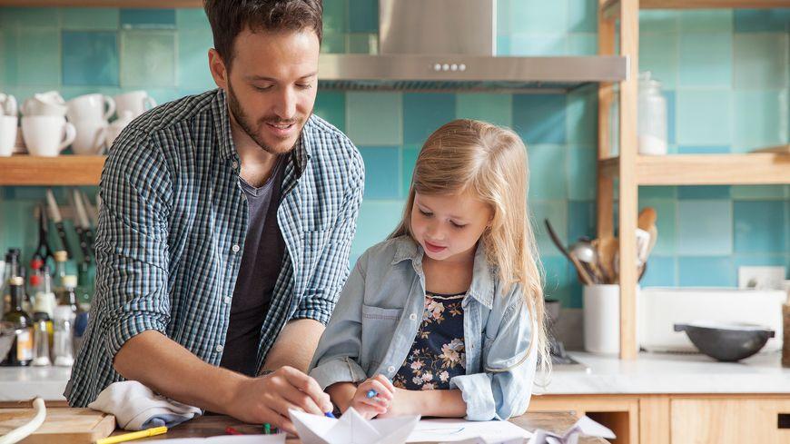 Enfants en bas âge, enfants scolarisés, certains font appel à des personnes qui interviennent chez elles pour garder les enfants, les récupérer à l'école, s'occuper d'eux durant les vacances.