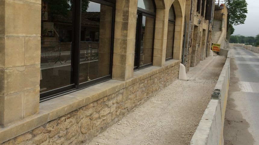 Les travaux dans le centre de Beynac durent depuis deux ans.
