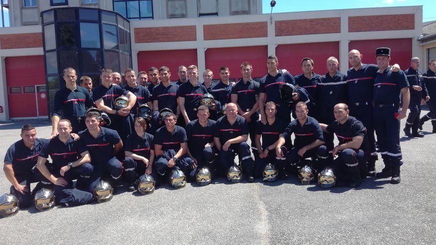 """Eux ce sont les """"propulsés"""", 22 recrues désormais pompiers professionnels (et non plus volontaires). Samedi, la cérémonie organisée pour la journée nationale des pompiers était également leur baptême."""