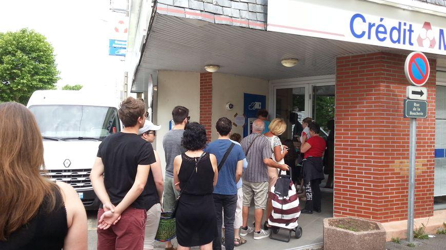 Le distributeur automatique de billets d'Indre le dimanche jour de marché