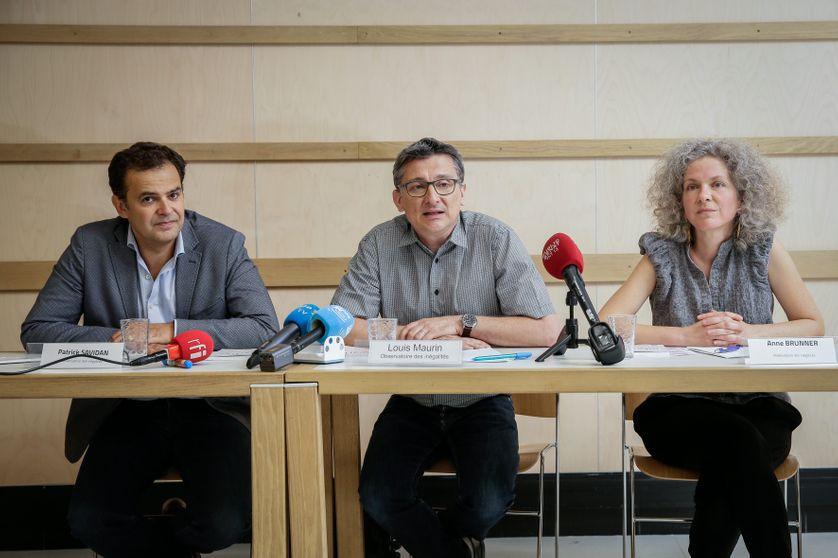 Patrick Savidant, Louis Maurin et Anne Bruner lors de la présentation du rapport à la presse. Sa publication a été financé par 360 donateurs privés sollicités via une opératino de financement participatif.