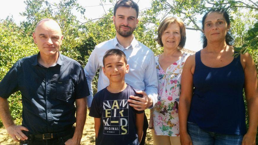 Pierre Henriet entouré de son père, son neveu, sa mère et sa grande sœur.