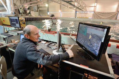 Jean-Louis Etienneis teste polar pod à l'École Centrale de Nantes, le 9 mars 2015.
