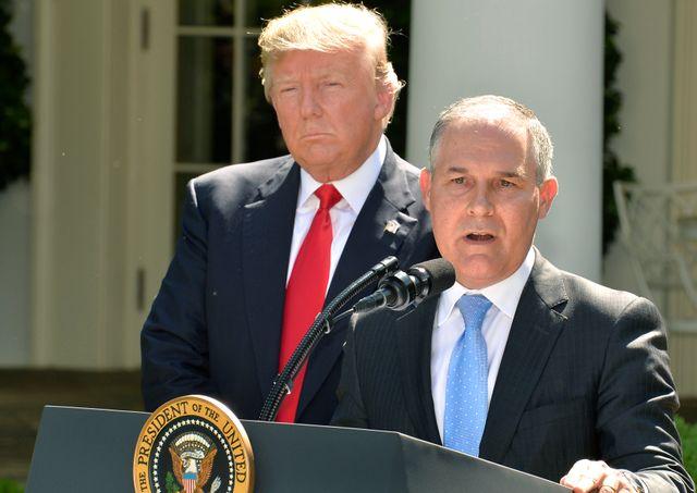 Donald Trump et Scott Pruitt lors de l'annonce du retrait des Etats Unis de l'Accord de Paris  le 1er juin 2017