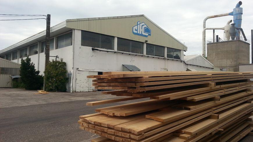 CIFC, pour Charpentes industrielles de Franche-Comté,  fabrique des charpentes en bois. L'entreprise emploie une soixantaine de salariés dans deux sociétés différentes sur le même site.