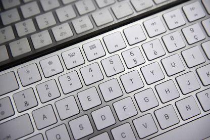 Un clavier d'ordinateur AZERTY