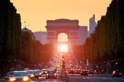 Gaz d'échappement et soleil affectent particulièrement l'ozone pendant les périodes caniculaires