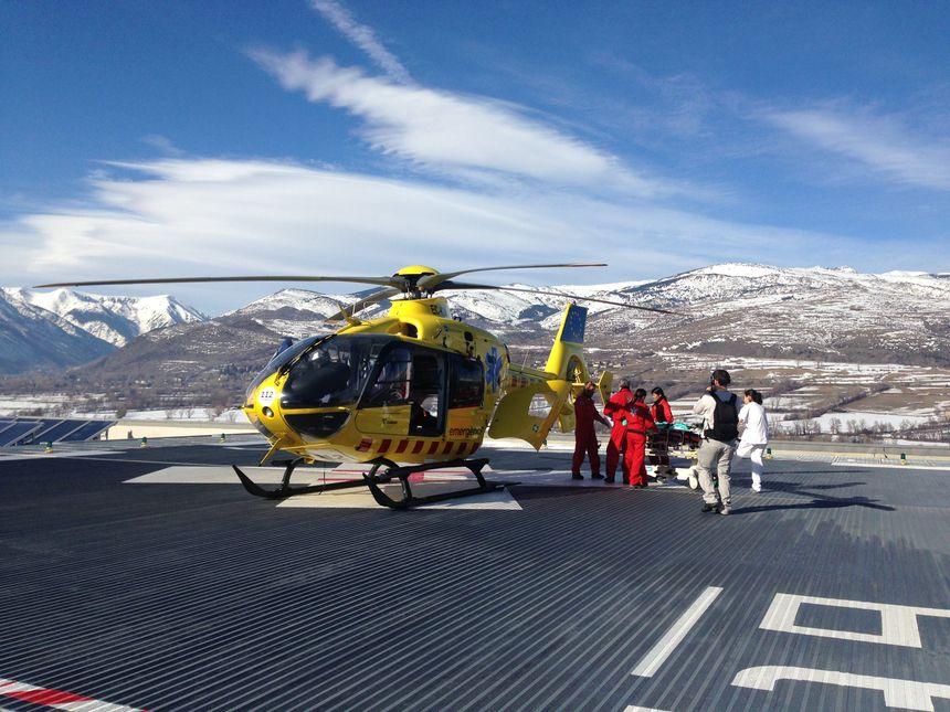 La piste de l'hélicoptère sur le toit de l'hôpital