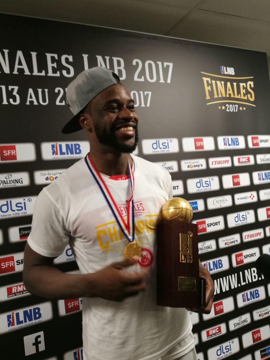 Jérémie Nzeulie capitaine et ailier de l'Elan Chalon, MVP de la finale