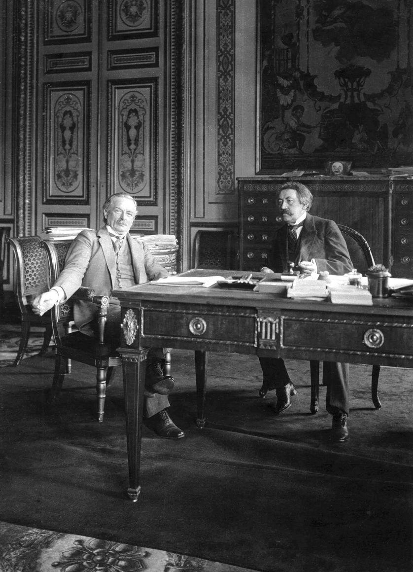 Le pacifiste français, ex-socialiste, Aristide Briand, et Lloyd George, Premier ministre britannique liberal, en 1921.