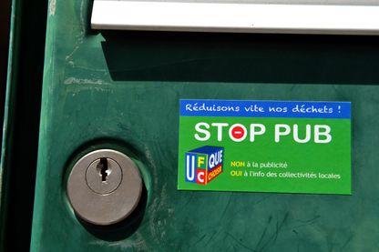 """Campagne """"Stop pub"""" initiée par l'association UFC-Que Choisir, ici en juin 2014"""