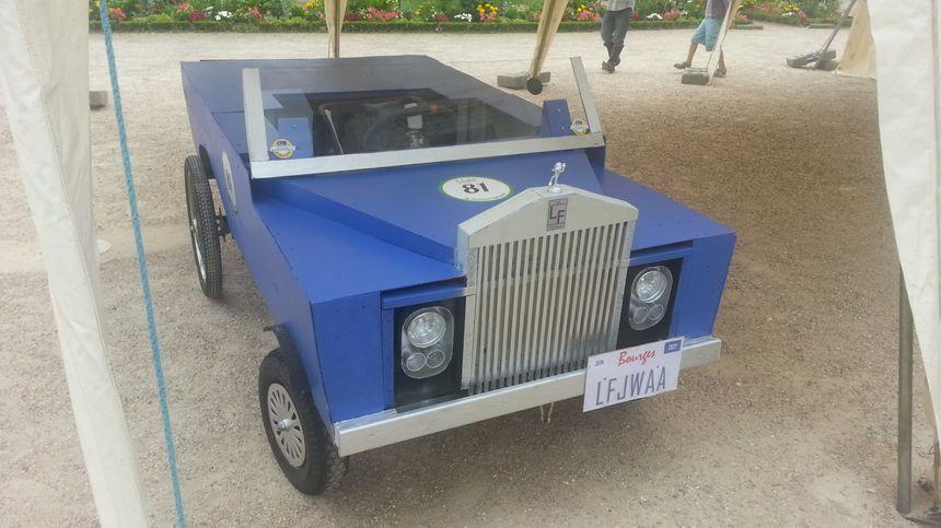 Une jolie Rolls-Royce... enfin, elle y ressemble en tout cas.