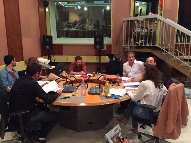 Table ronde pendant la répétition avec les comédiens