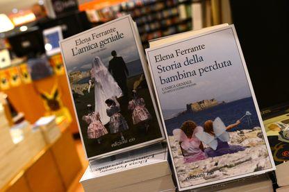 Couvertures italiennes des livres d'Elena Ferrante