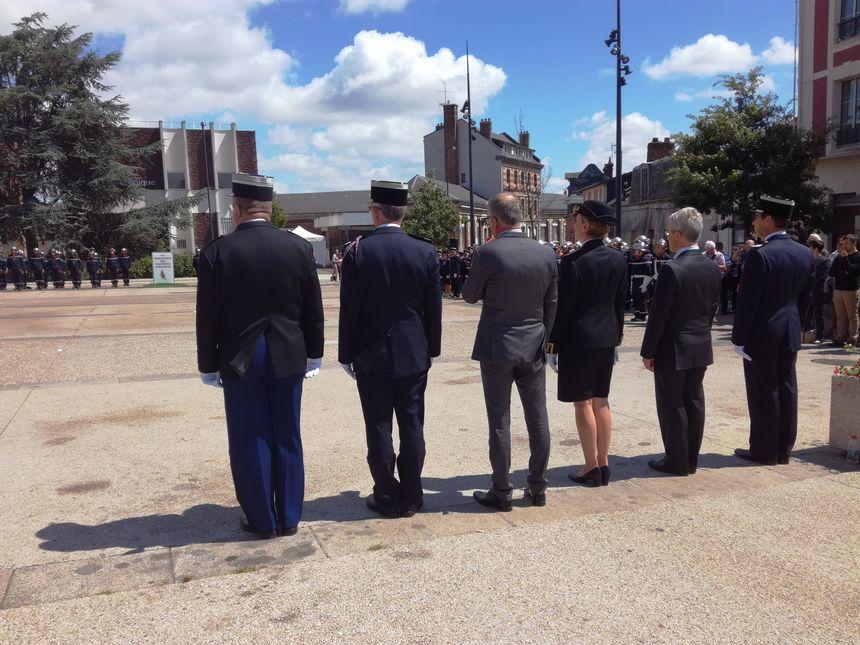 Plusieurs officiels pendant la cérémonie : la préfète de Normandie Fabienne Buccio, du colonel Jean-Yves Lagalle directeur départemental du SDIS de Seine-Maritime mais aussi du maire de la commune.